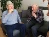 Spomínanie na poľovnícke zážitky po rokoch, vľavo pán Hamrák, vpravo pán Mihalík